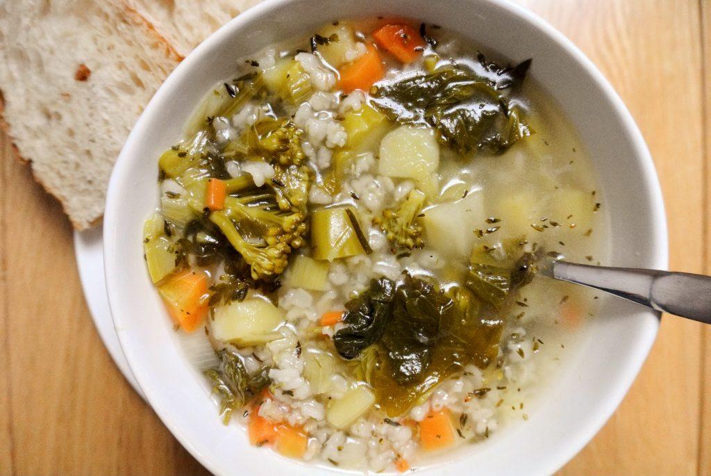 пролетна зеленолистан бистра супа