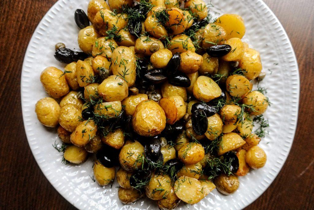 рецепта за пресни пролетни картофи на фурна