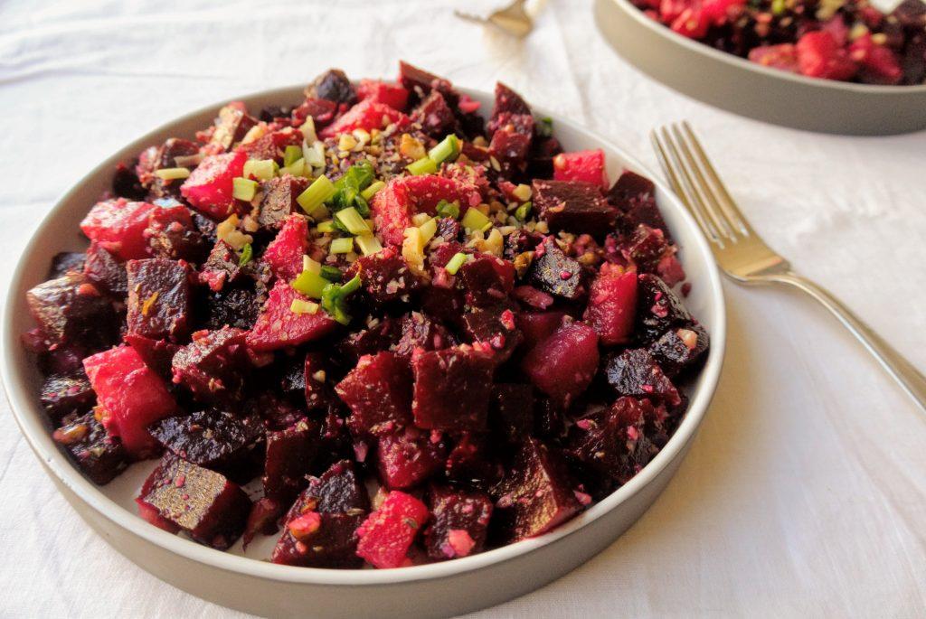 зимна салата сварено червено цвекло и горчичен дресинг постна рецепта